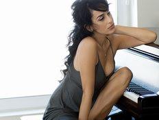 ריטה על פסנתר