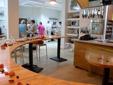 אטרקציות: מטבח בסדנת אנינים (צילום: איל שפירא)
