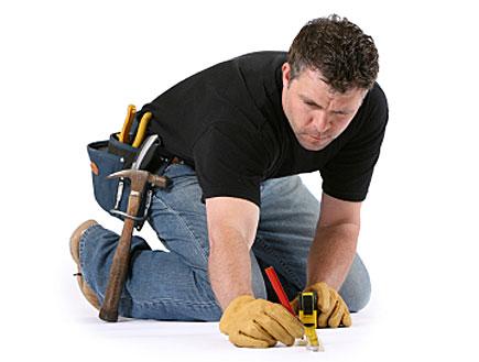 גבר עם כלי עבודה (צילום: istockphoto)