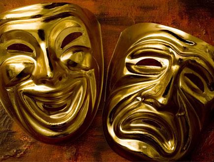 שתי מסיכות מוזהבות שמח ועצוב סמל התיאטרון
