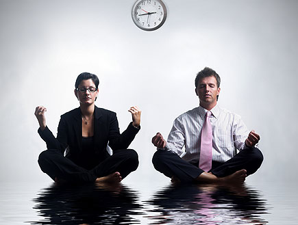 גבר ואישה בחליפות,יושבים כאילו על מים (צילום: stock_xchng ,stock_xchng)