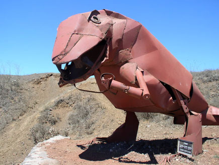 פסל דינוזאור בהר בנטל (צילום: איל שפירא)