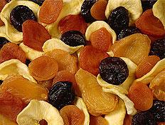 פירות יבשים בתפזורת- שזיפים שחורים, מישמישים כתומי