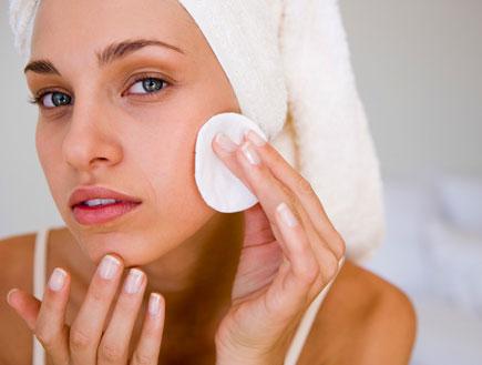 ניקוי פנים (צילום: jupiter images ,jupiter images)