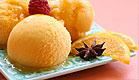 סורבה עם פטל ופרוסות תפוז על רקע ורוד (צילום: ben phillips, Istock)