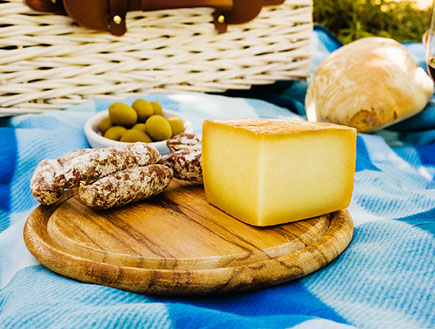 אוכל ומזלות-גבינה ונקניקים