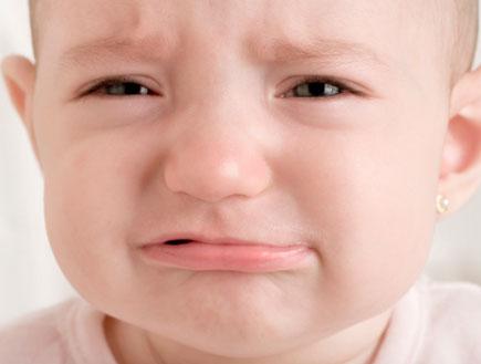 תינוקת בוכה (צילום: istockphoto)