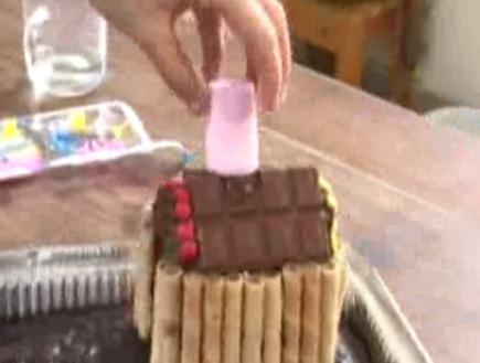עוגת שוקלד ועליה בית(mako)