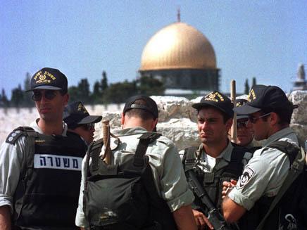 חיילי מגב על רקע מסגד אל אקצא(רויטרס)