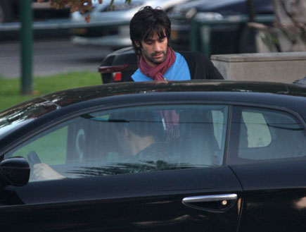 יהודה לוי בוחן רכב חדש, פפראצי (צילום: אלירן אביטל ,mako)