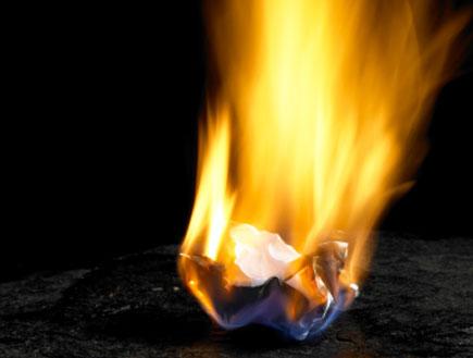 נייר נשרף(istockphoto)