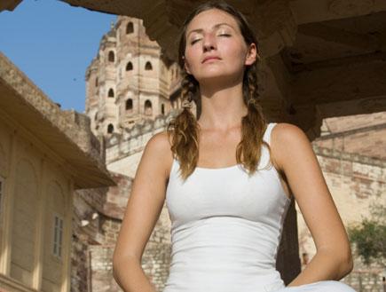 אישה בלבן  (צילום: istockphoto ,istockphoto)