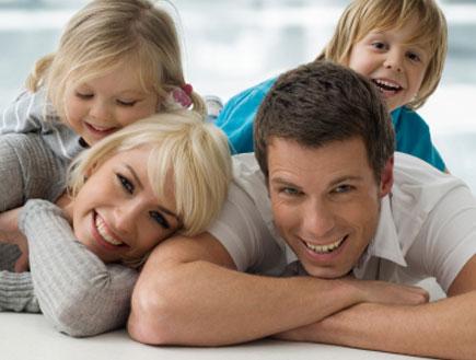 הורים מפנקים (צילום: istockphoto ,istockphoto)