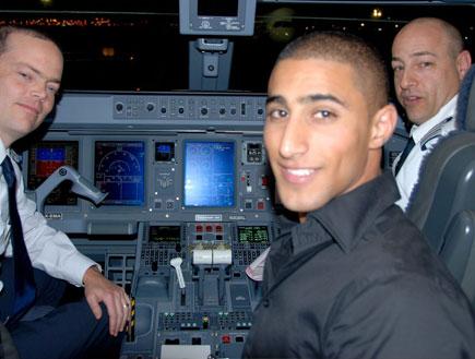 בועז מעודה בטיסת ארקיע מאילת (צילום: אלעד וייסמן ,mako)