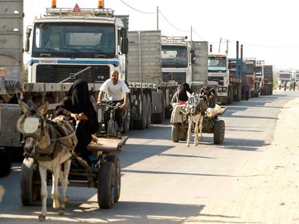 משאיות בכניסה לרצועה. צילום ארכיון