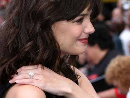 קייט הולמס עם טבעת יהלום  (צילום: Getty images ,getty images)