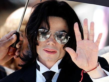 מייקל ג'קסון מנופף לשלום(רויטרס)