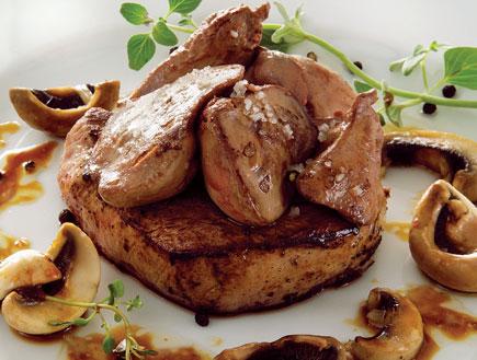 סטייק פילה עם כבדי עוף ופטריות