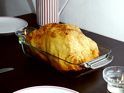 עוף שלם בתנור בציפוי בצק