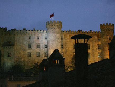 הטירה של תום קרוז וקייטי הולמס
