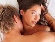 אישה וגבר במיטה