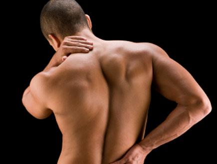 גוף עירום של גבר מהגב