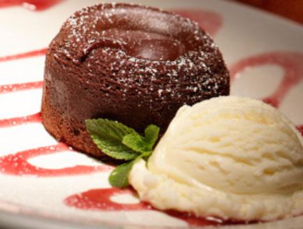 עוגת שוקולד אישית עם גלידה (צילום: istockphoto ,istockphoto)