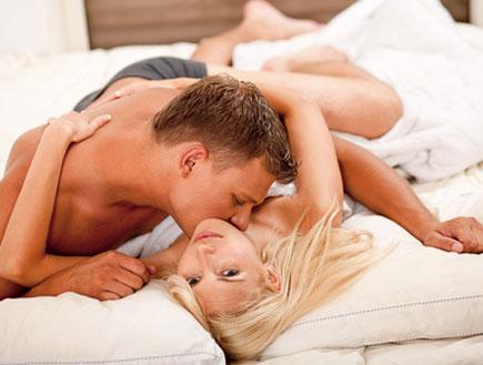 זוג במיטה - דברים שאסור לעשות בסקס הראשון (צילום: istockphoto ,istockphoto)