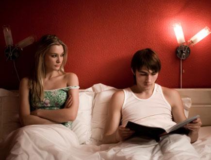 זוג במיטה 2 - בעייה במיטה (צילום: istockphoto)