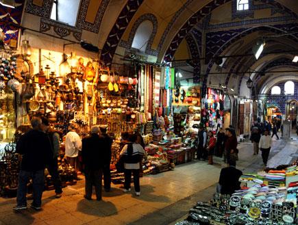 דוכנים בבזאר הגדול באיסטנבול(getty images)