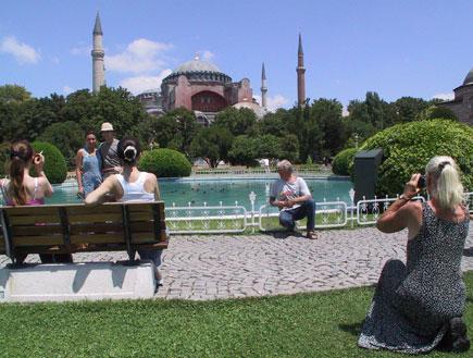 המסגד הכחול באיסטנבול על רקע פארק(getty images)