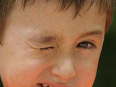 ילד עם טיקים
