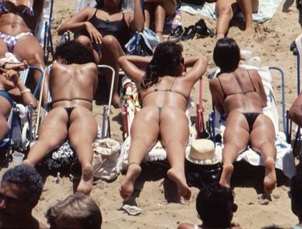 בחורות בביקיני בברזיל