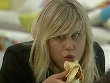 אלין אוכלת
