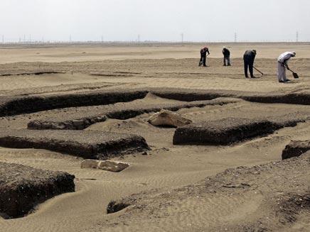חפירות באיסמעיליה (צילום: רויטרס)
