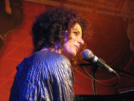 רות דולורס וייס הופעה 2 (צילום: עטר רפפורט)