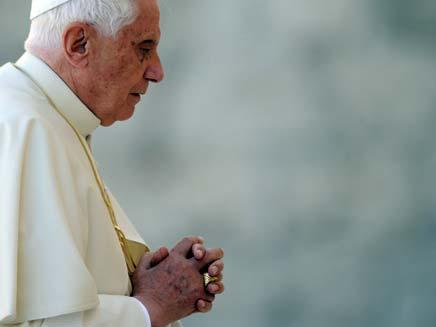 האפיפיור בנדיקטוס ה- 16 בכותל המערבי (צילום: רויטרס)