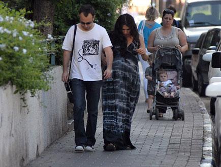 מירי מסיקה ובעלה בהריון מתקדם