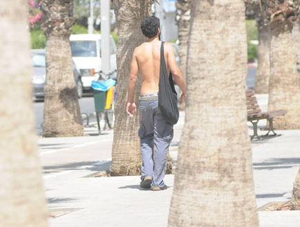 עידן חביב ללא חולצה (צילום: אלעד דיין ,mako)