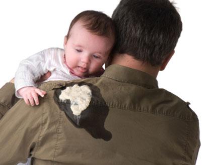 תינוקת פולטת - גועל של ילדים