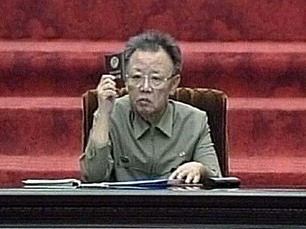"""קים ג'ונג איל. """"ינצנץ בהיסטוריה"""" (צילום: חדשות 2)"""
