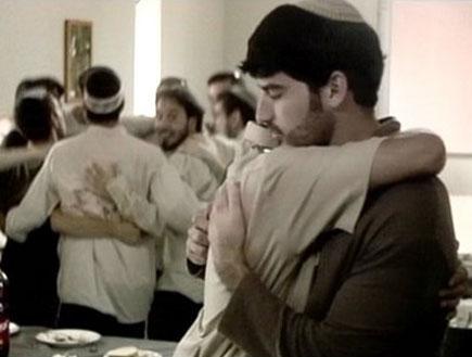 """הומואים דתיים, מתוך הסרט """"ואהבת"""" של חיים אלבוים"""