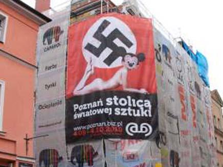 הכרזה השנויה במחלוקת בפולין (צילום: The local)