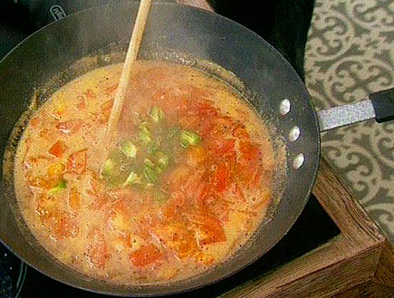 מרק עגבניות ונטיפי ביצים(השף המעופף)