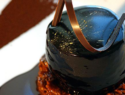 מוס שוקולד בלגי מריר ודבש על גבי דיסקית רייס קריספ(שישי חם)