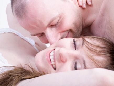צוחקת בסקס (צילום: istockphoto)