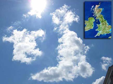 העננים בצורת האי הבריטי (צילום: הסאן)