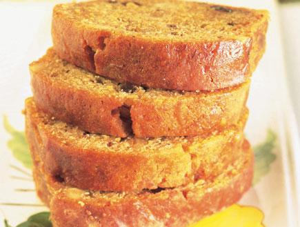 עוגת גזר, צימוקים ואגוזים (צילום: פיליפ מטראי ,קופסת המתכונים: עוגות, הוצאת מודן)