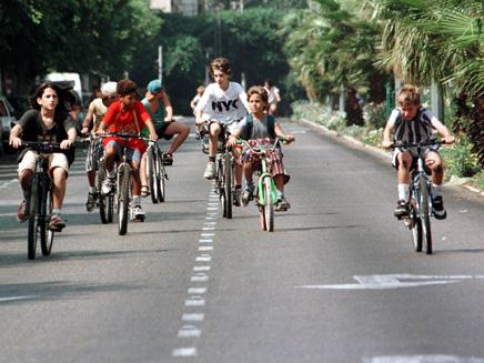 רוכבים על אופניים? שימו קסדה (צילום: רויטרס)