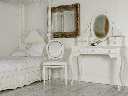 עיצוב חדרי ילדות- מיטה שולחן כתיבה וכסא-קרן-ריהוט